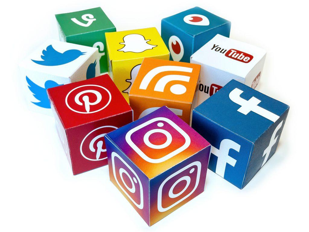 lista mail: piattaforme social